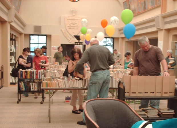 Shoppers browse the 2008 Book Sale